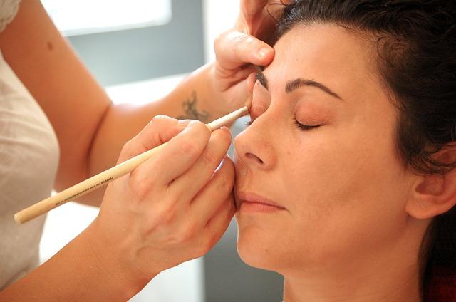makeup-464666_640